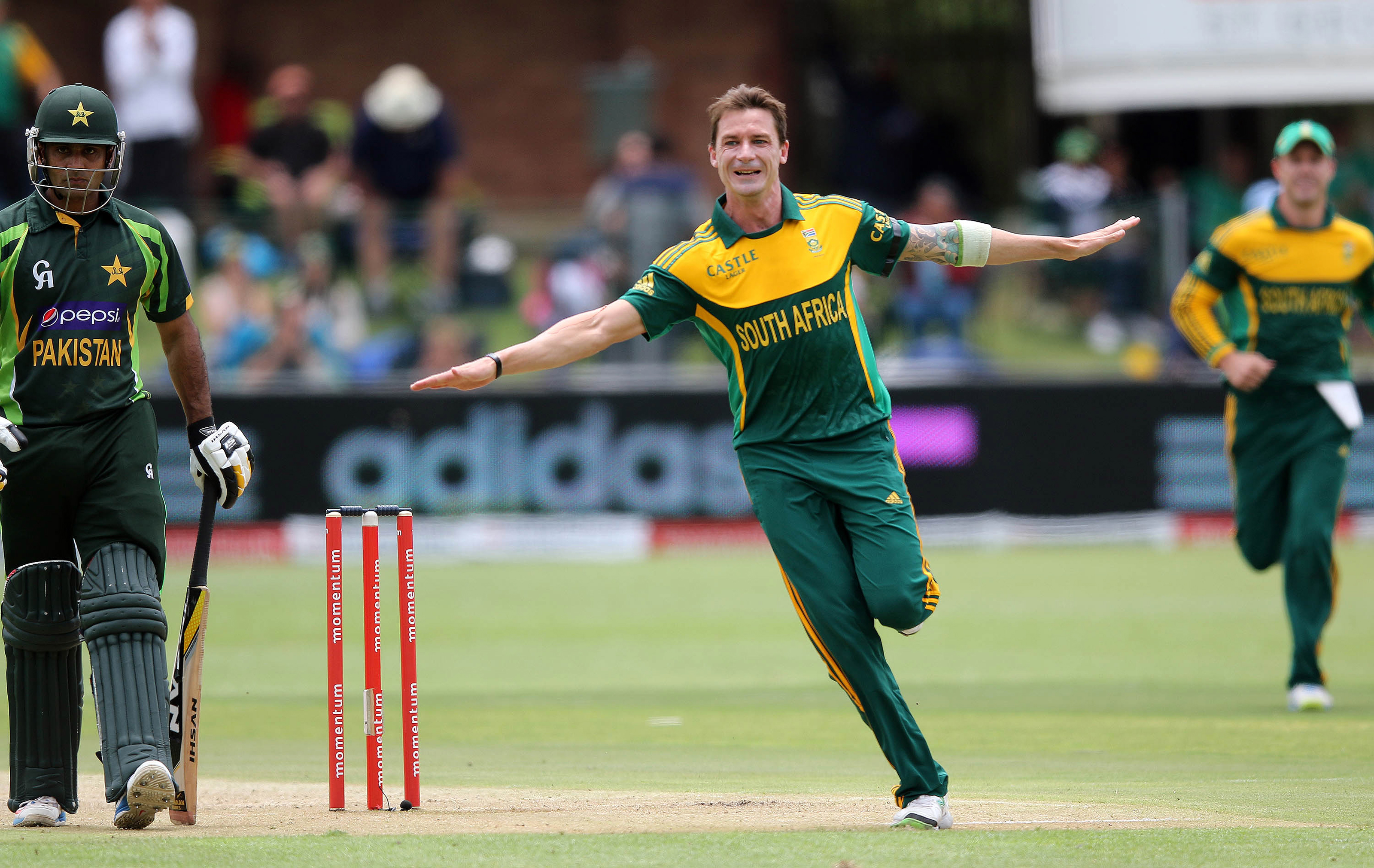 South African superstar Dale Steyn signs with Melbourne Stars for BBL|09