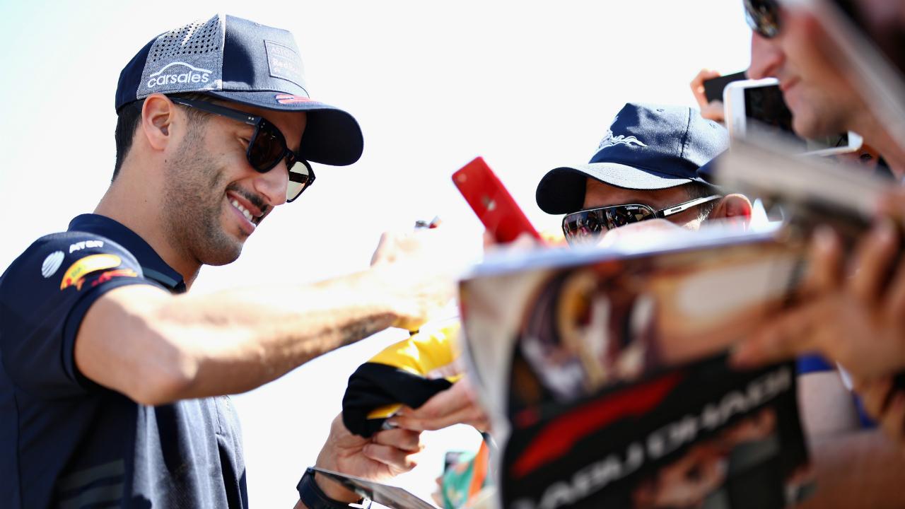 Renault not spending 'stupid amount of money' on Daniel Ricciardo, says team boss