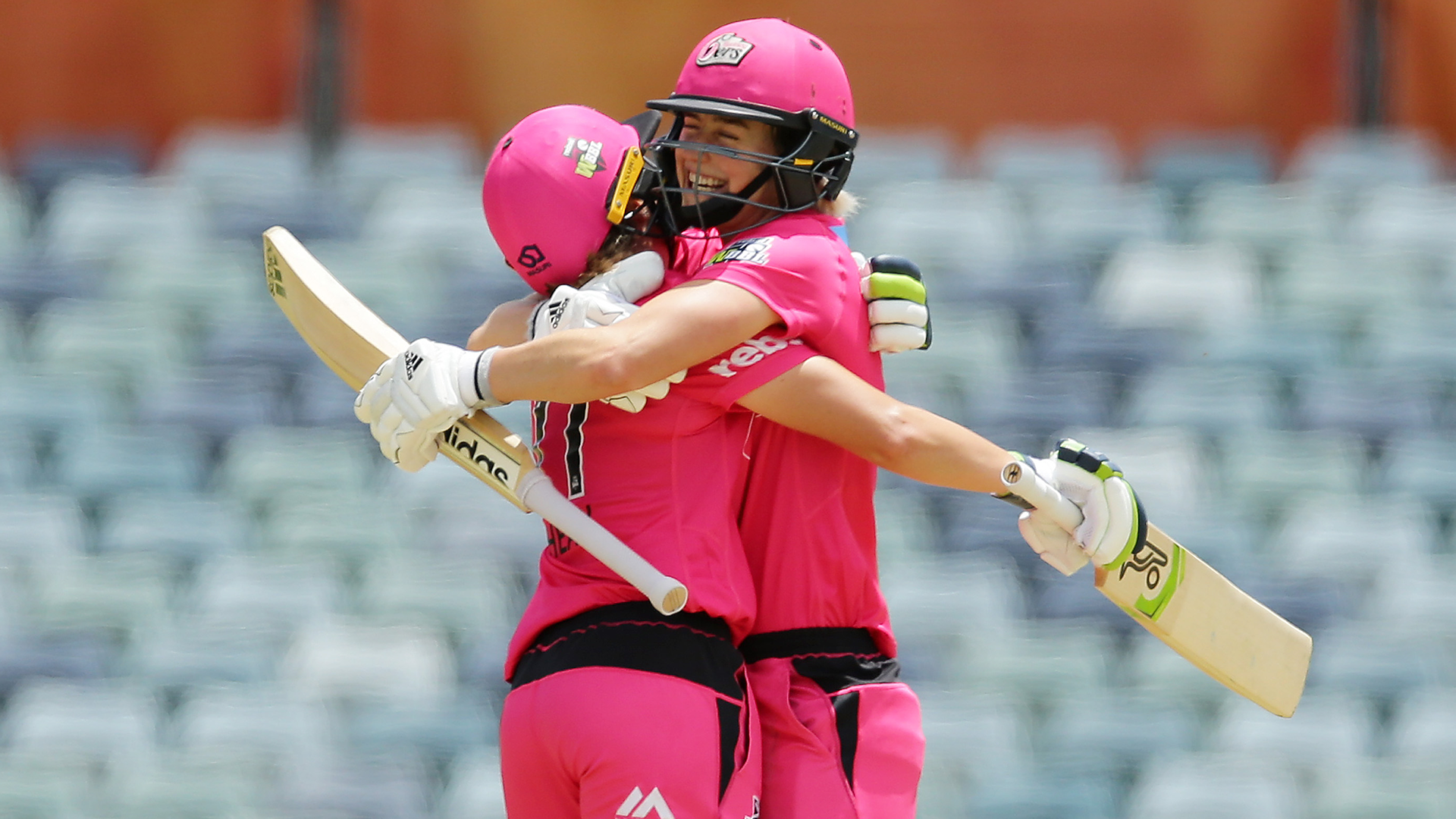 WBBL05: Alyssa Healy and Ellyse Perry put together record-breaking partnership for Sydney Sixers