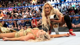 WWE スマックダウン女子王座 シャーロット・フレアー カーメラ マネー・イン・ザ・バンク