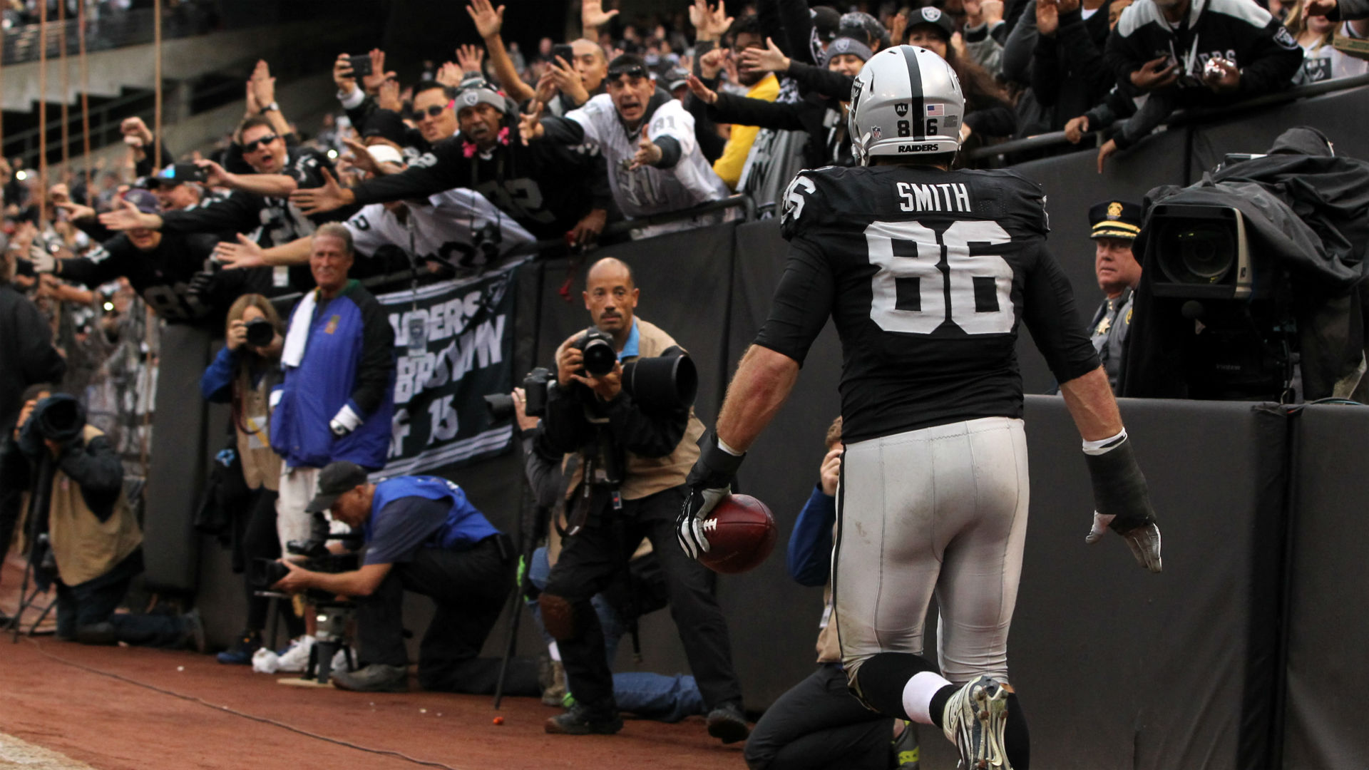 Raiders player tells ref he was 'just kidding around' after personal foul penalty