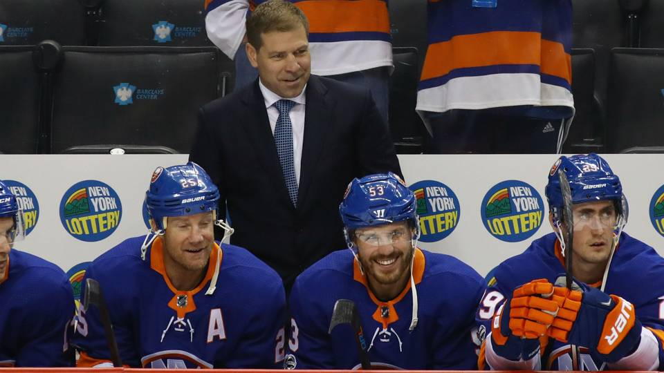 Islanders' coach Weight snarks at elevated shot totals in Montreal