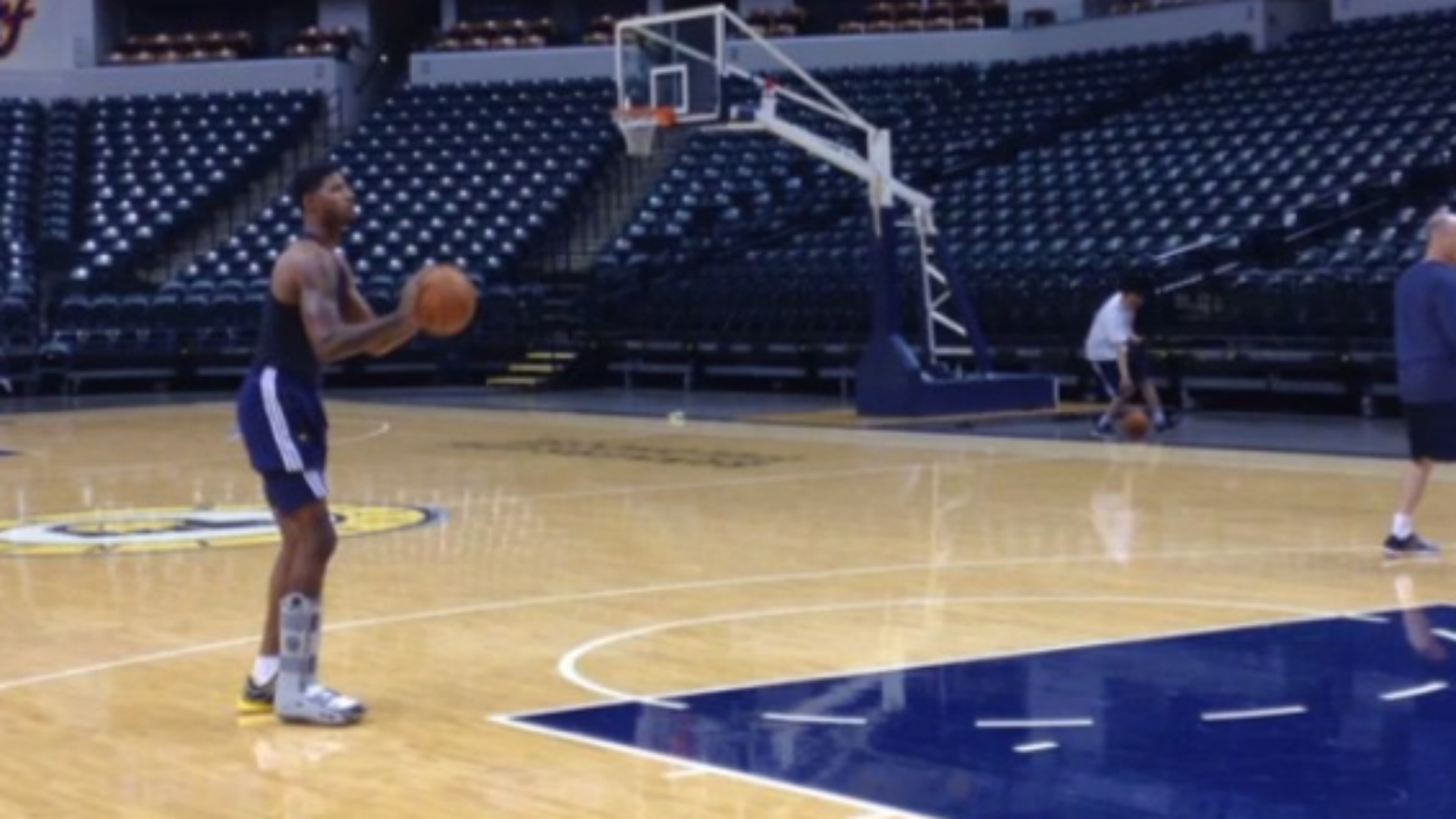 89e0a7b2038 Paul George works on shooting in walking boot
