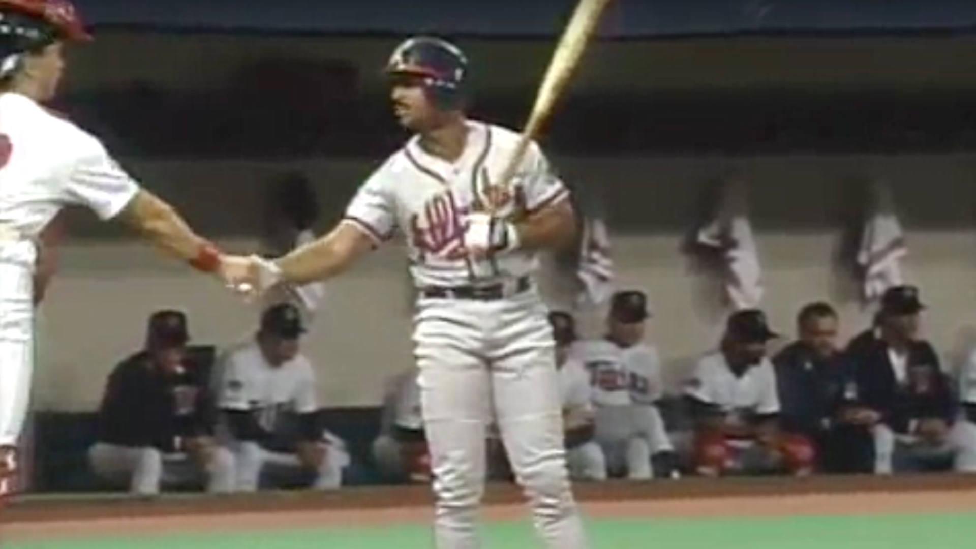 LonnieSmithHandshake-MLB-FTR-102717.jpg