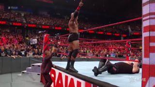 WWE ロウ #1324 ボビー・ラシュリー ケビン・オーエンズ