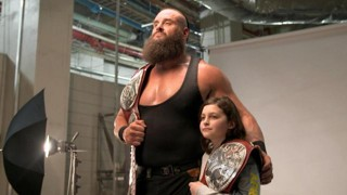 WWE レッスルマニア34 ブラウン・ストローマン ニコラス ロウタッグ王座