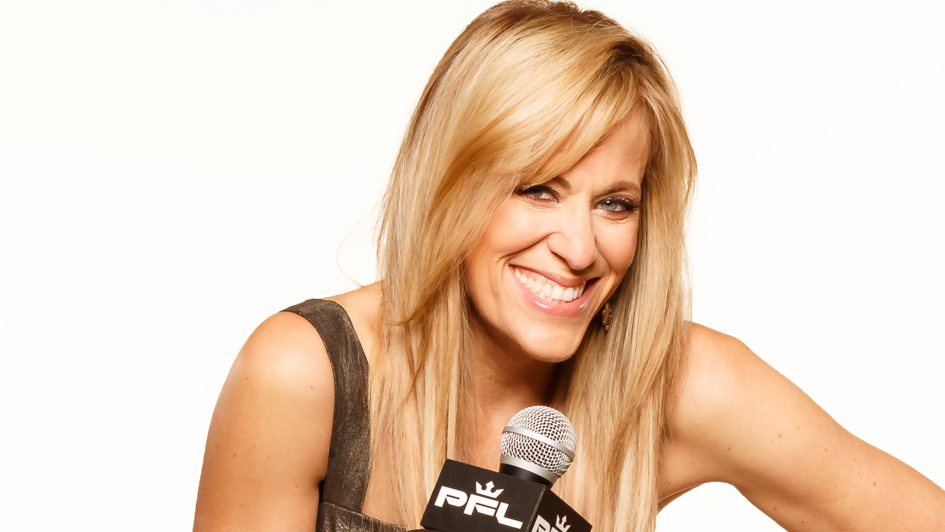 SN Q&A: Lilian Garcia on differences announcing for WWE and PFL, Michael Buffer, WrestleMania 35, podcast 'Chasing Glory'