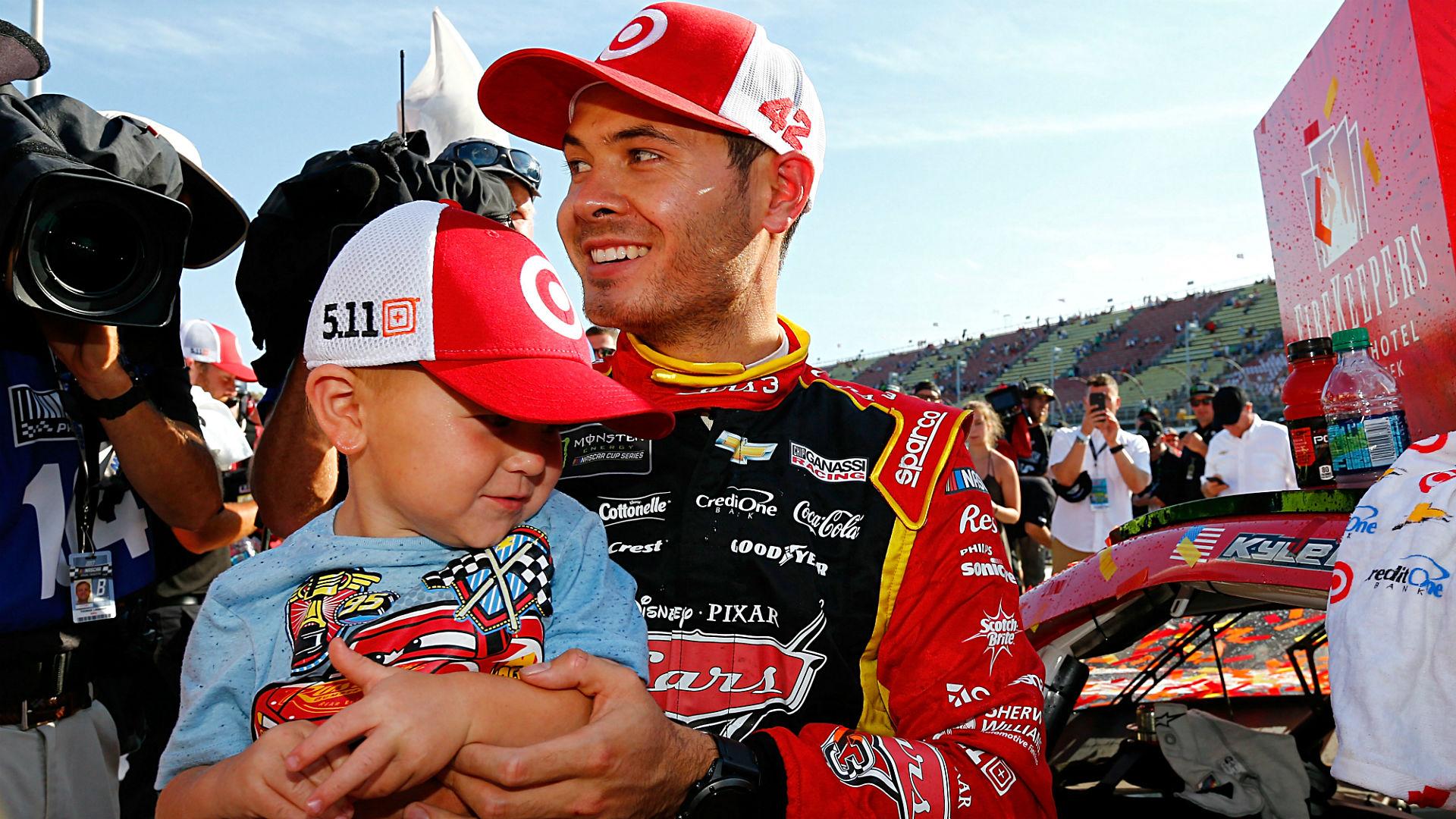 42 års racet NASCAR at Michigan results: Kyle Larson fights through caution  42 års racet