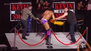 WWE ロウ #1315 ブラウン・ストローマン ケビン・オーエンズ