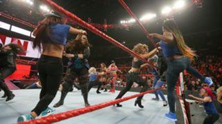 WWE, ロウ, #1329, タイトル