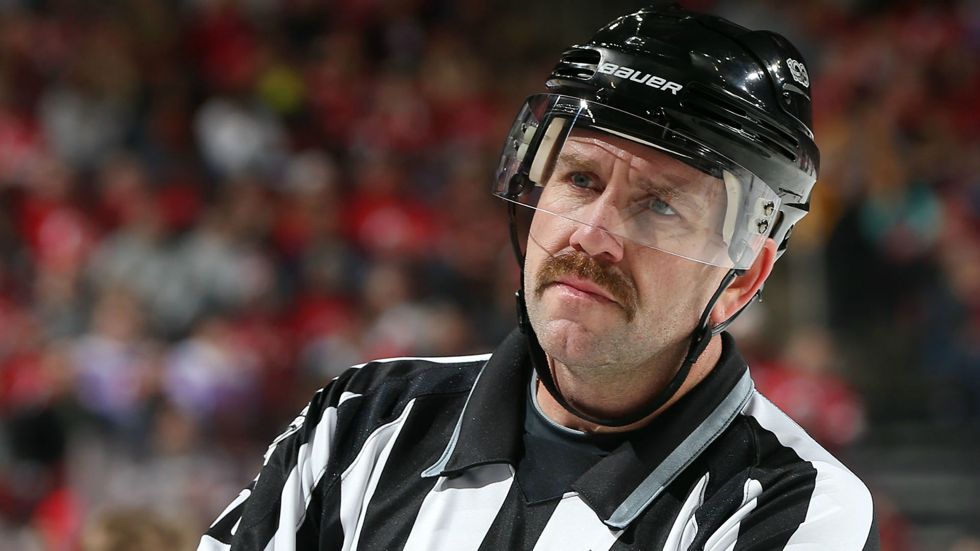 Linesman leaves Penguins-Avalanche with injury, will not return