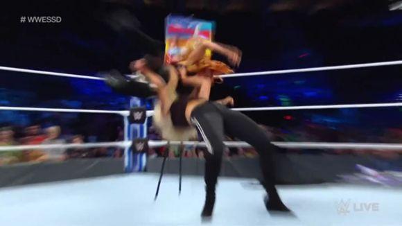 WWE スマックダウン #998 ベッキー・リンチ シャーロット