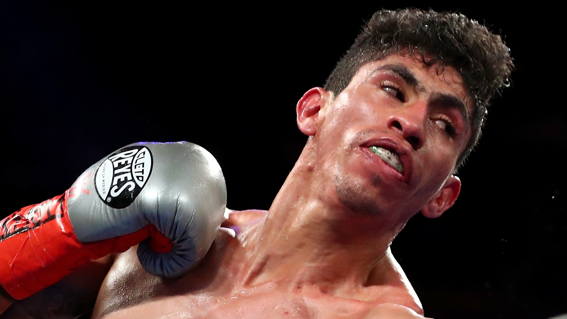 Rey Vargas puts on boxing clinic behind jab to retain WBC junior featherweight title against Tomoki Kameda