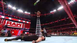 WWE ロウ MITB 前哨戦 ベイラー オーエンズ