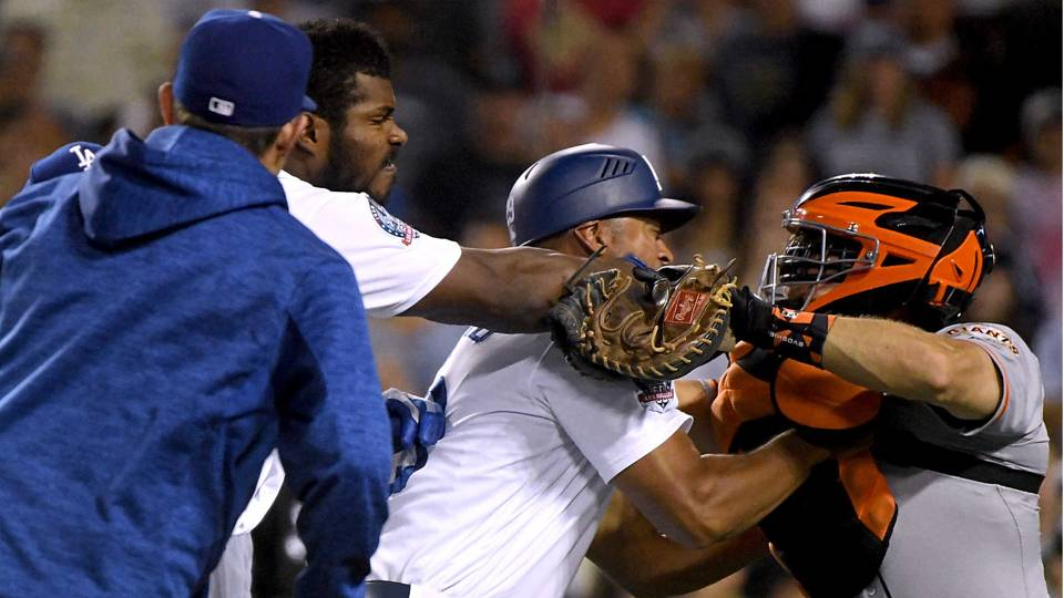 Yasiel Puig shoves, swipes at Nick Hundley during argument over bat slap