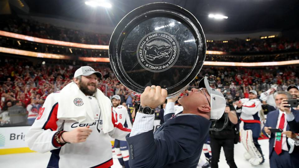 Islanders coach Barry Trotz honored by Capitals, fans in return to Washington