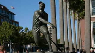 Willie-Mays-statue-082117-Getty-FTR.jpg