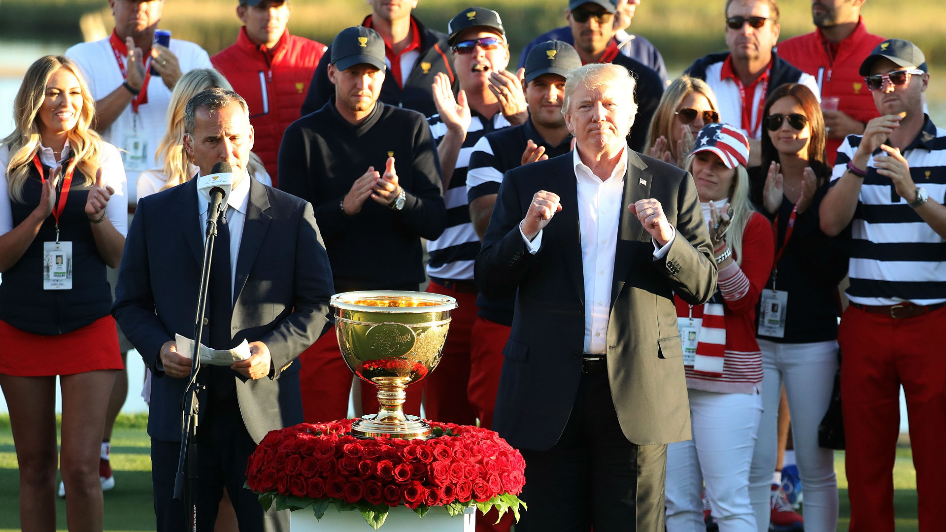 Presidents Cup 2017: President Trump presents trophy to U.S. team at Liberty National