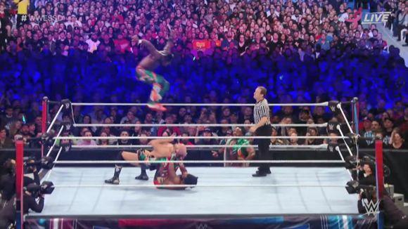 WWE スーパー・ショーダウン スマックダウン・タッグ王座
