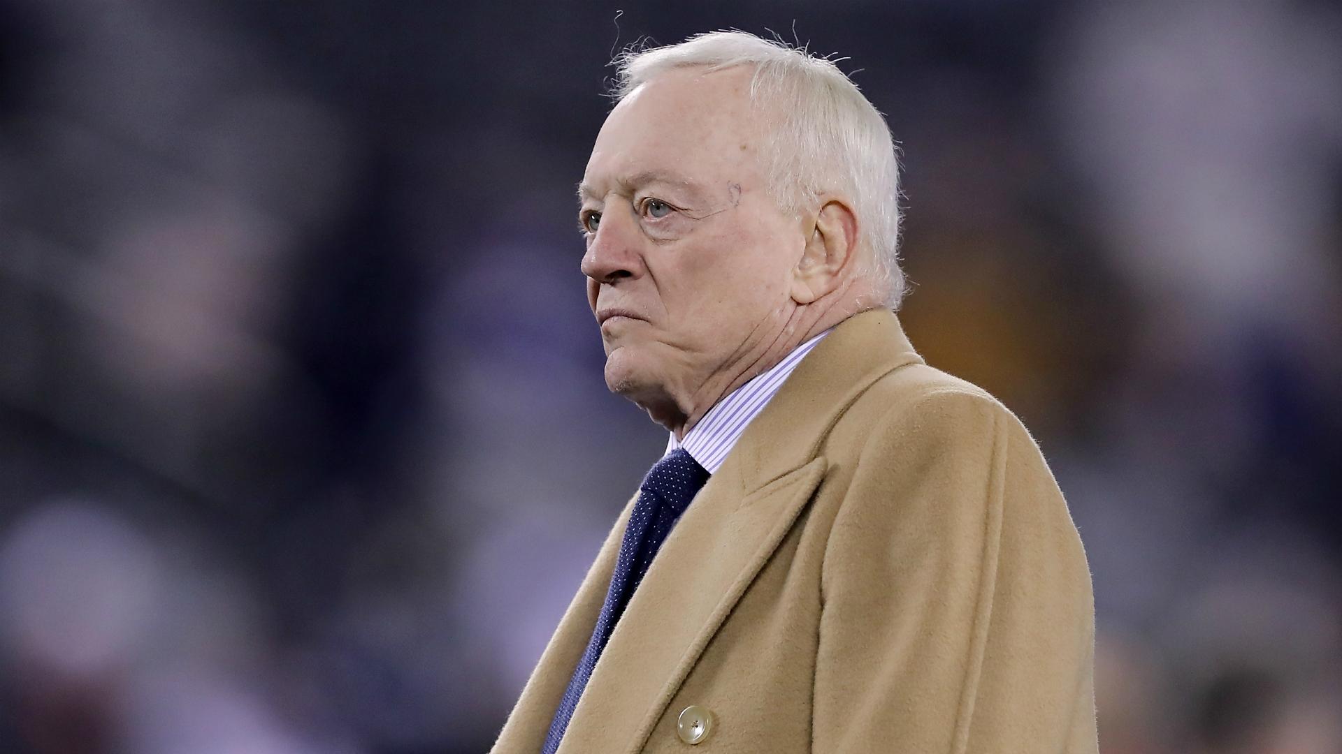 Jerry Jones no parece satisfecho con Jason Garrett después de la derrota de los Cowboys ante los Patriots 2