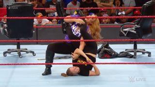 WWE ロウ #1307 ロンダ・ラウジー ナイア・ジャックス