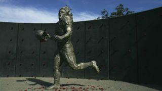 Pat-Tillman-statue-082117-Getty-FTR.jpg