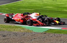 2018年のF1日本グランプリでバトルをするフェラーリとレッドブル