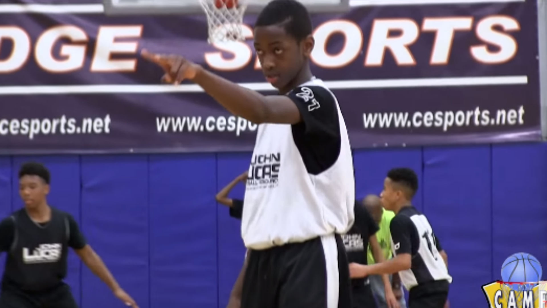 Dwyane Wade's son terrorizes the competition in new hoops mixtape