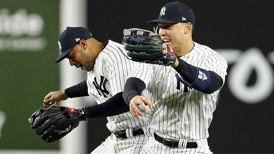 Aaron Judge leaves Aaron Hicks hanging during Yankees' postgame celebration