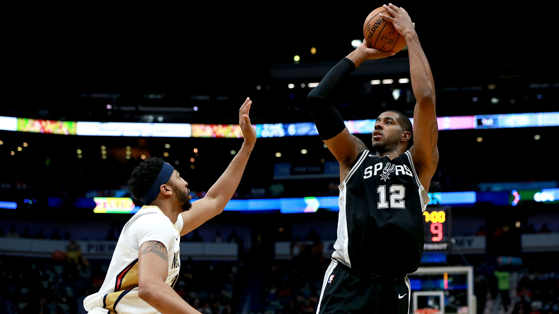 Aldridge powers Spurs to hold down Rockets