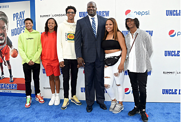 Shaquille O'Neal with his kids at the
