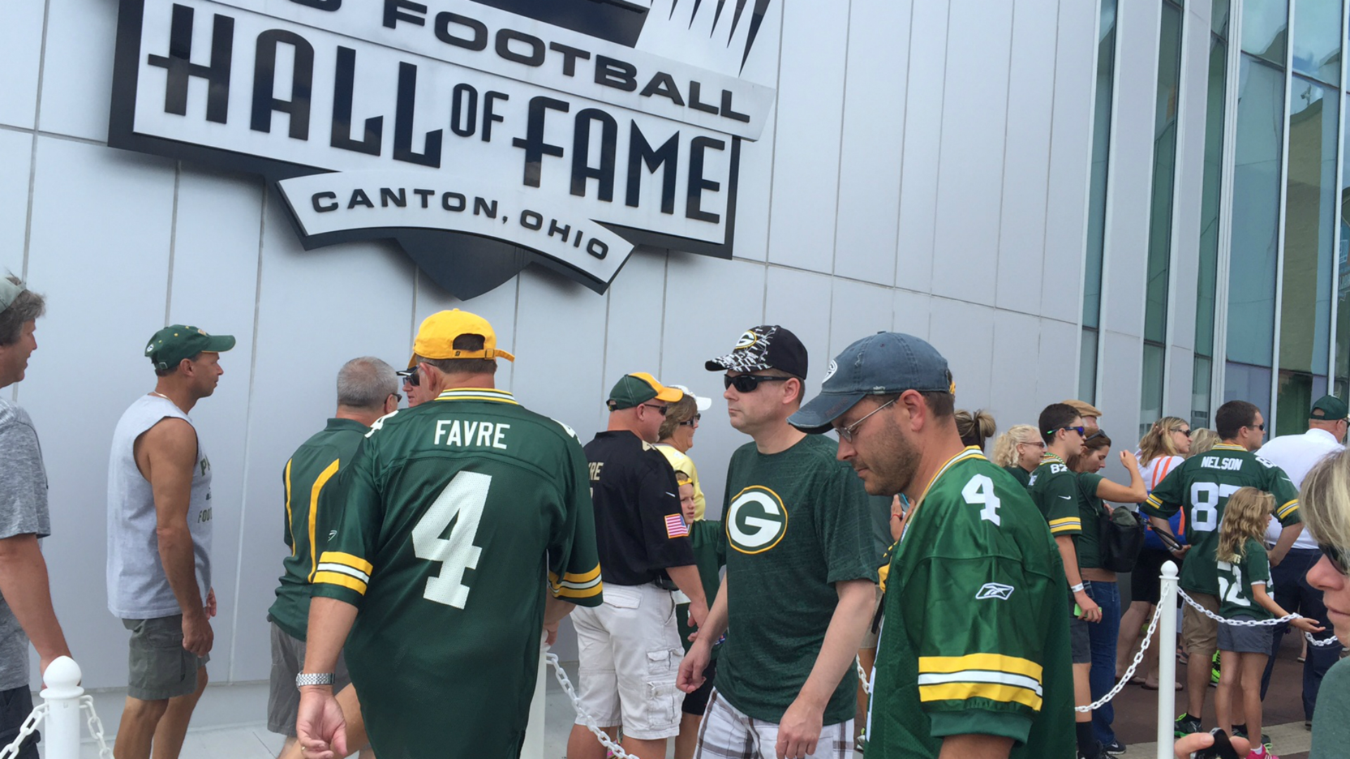 low priced 025d1 0ad1c Brett Favre fans bleed green all over Pro Football Hall of ...