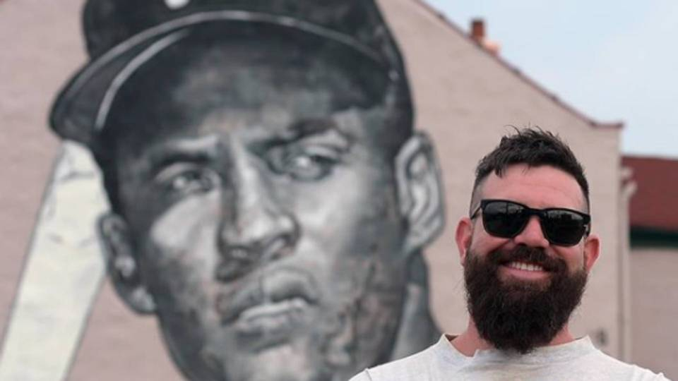 Roberto Clemente mural keeps memories strong in Pittsburgh