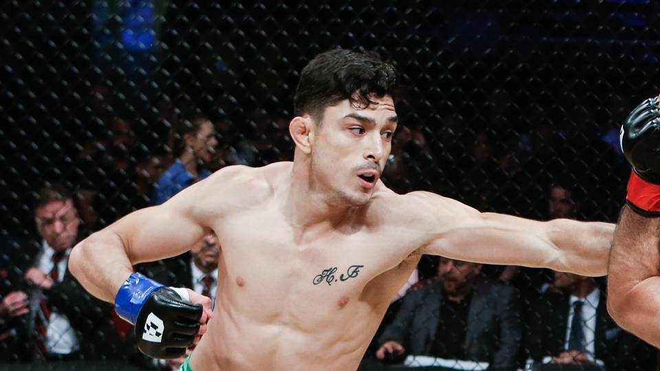 Combate 34 results: Alejandro Flores scores decision victory; pro wrestler 'Sexy Star' victorious in MMA debut