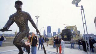 Roberto-Clemente-statue-082117-Getty-FTR.jpg