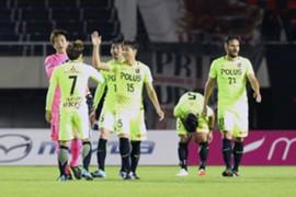 勝利を喜ぶ浦和レッズの選手たち