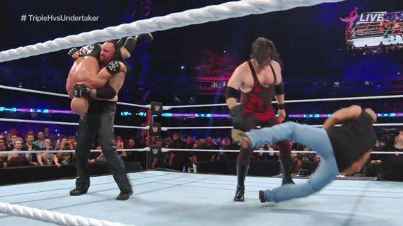 WWEスーパー・ショーダウン アンダーテイカー トリプルH