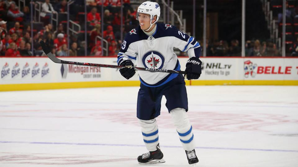 Patrik Laine nets five goals in Jets' victory over Blues