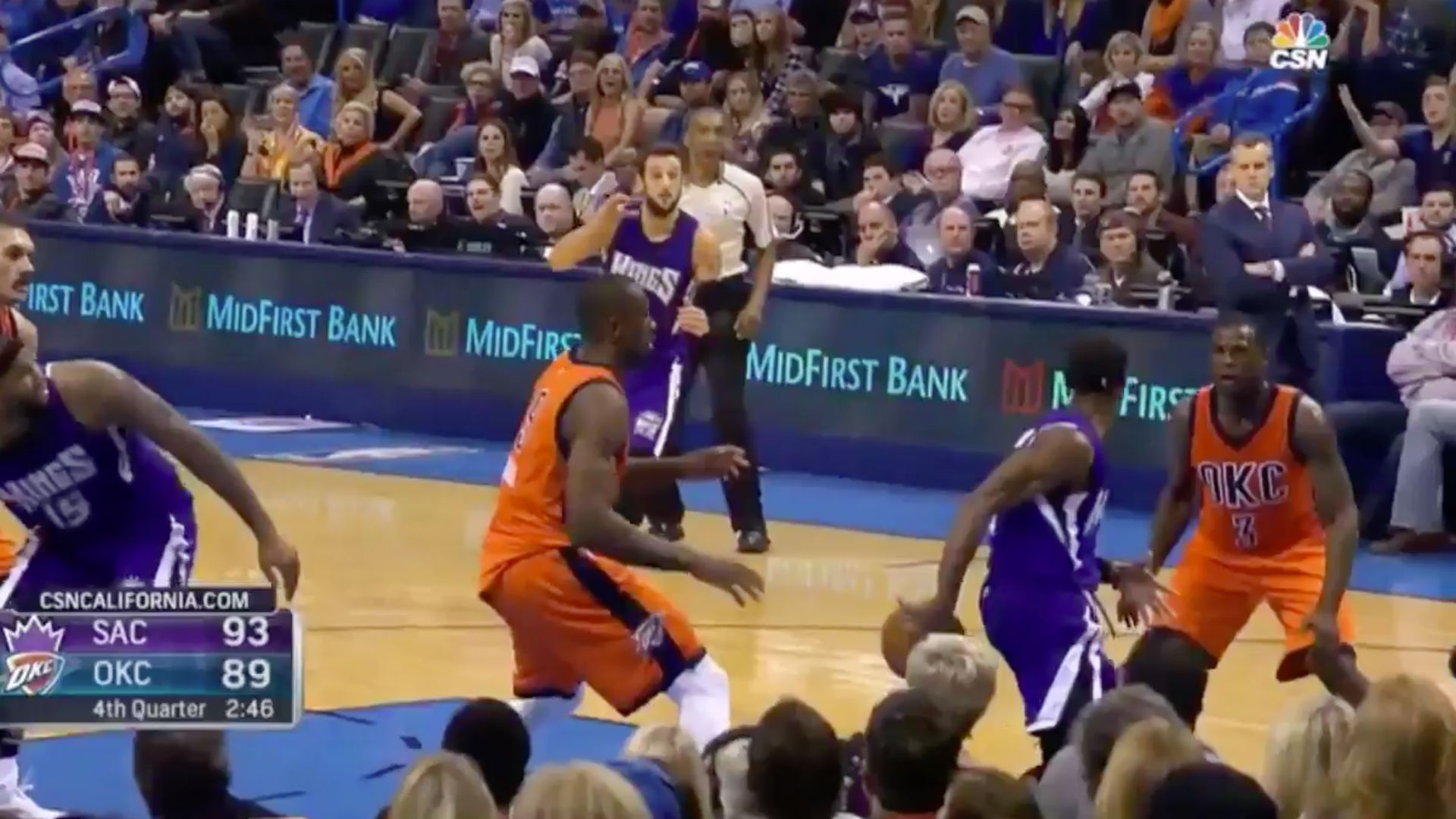 Rajon Rondo Whips Behind-the-back Pass For Beautiful