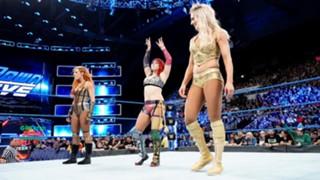 WWE アスカ スマックダウン 移籍