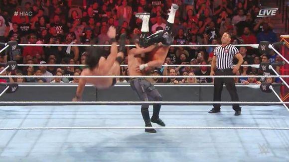 WWE PPV ヘル・イン・ア・セル ロウ・タッグ王座戦