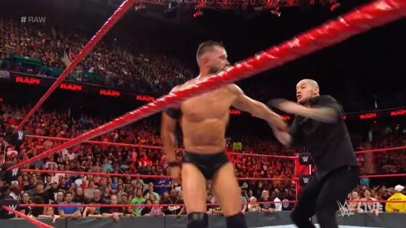 WWE ロウ #1316 フィン・ベイラー ブラウン・ストローマン