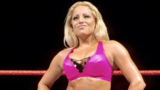 Trish-Stratus-WWE-FTR-091217
