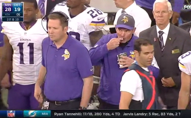 Vikings coach Mike Zimmer hides his chewing tobacco in bag of sunflower seeds