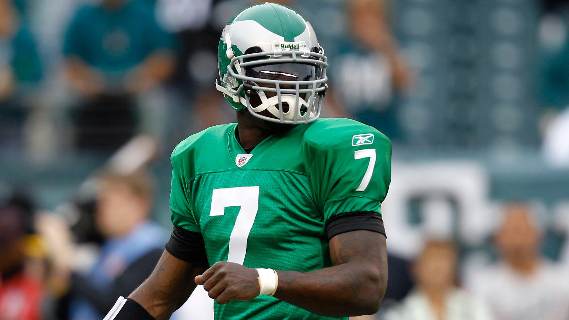 buy popular 55274 73d6f Philadelphia Eagles considering Kelly green uniforms ...