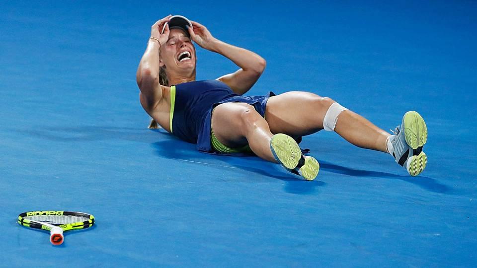 Australian Open 2018: Caroline Wozniacki defeats Simona Halep in women's singles final