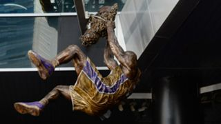 Shaquille-ONeal-statue-082117-Getty-FTR.jpg