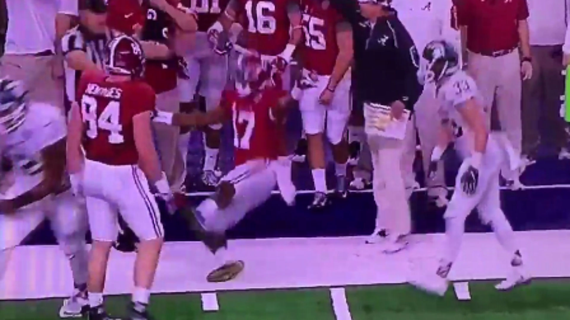 the best attitude 9cc47 ee2eb Alabama's Kenyan Drake tries to draw flag with hilarious ...