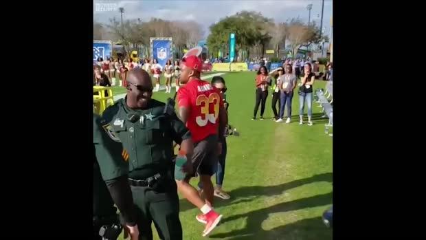 29d1a2452bd Jamal Adams tackles Patriots mascot at Pro Bowl practice   Sporting News